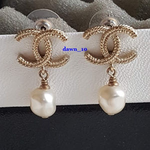 Chanel Baroque Pearl CC Drop Earrings, Gold.
